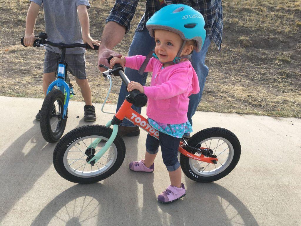 Dicas para ensinar crianças a pedalar
